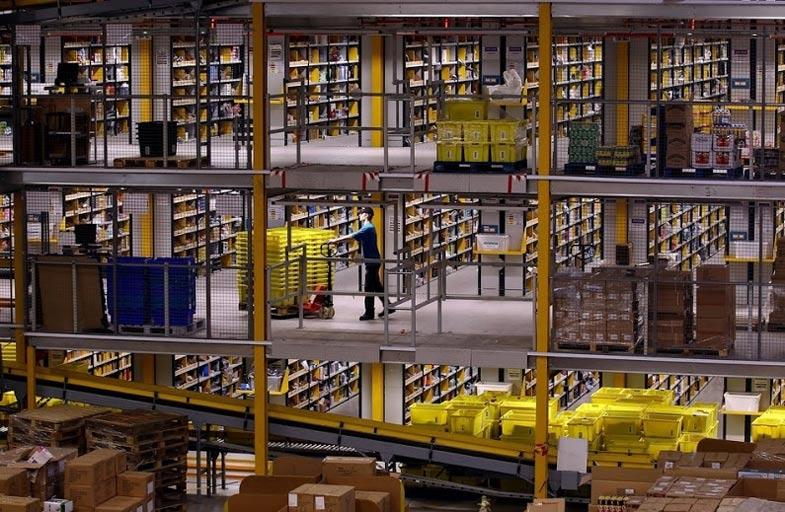 Amazon Fulfillment Center; Source: imgur(https://imgur.com/a/q1WIO)